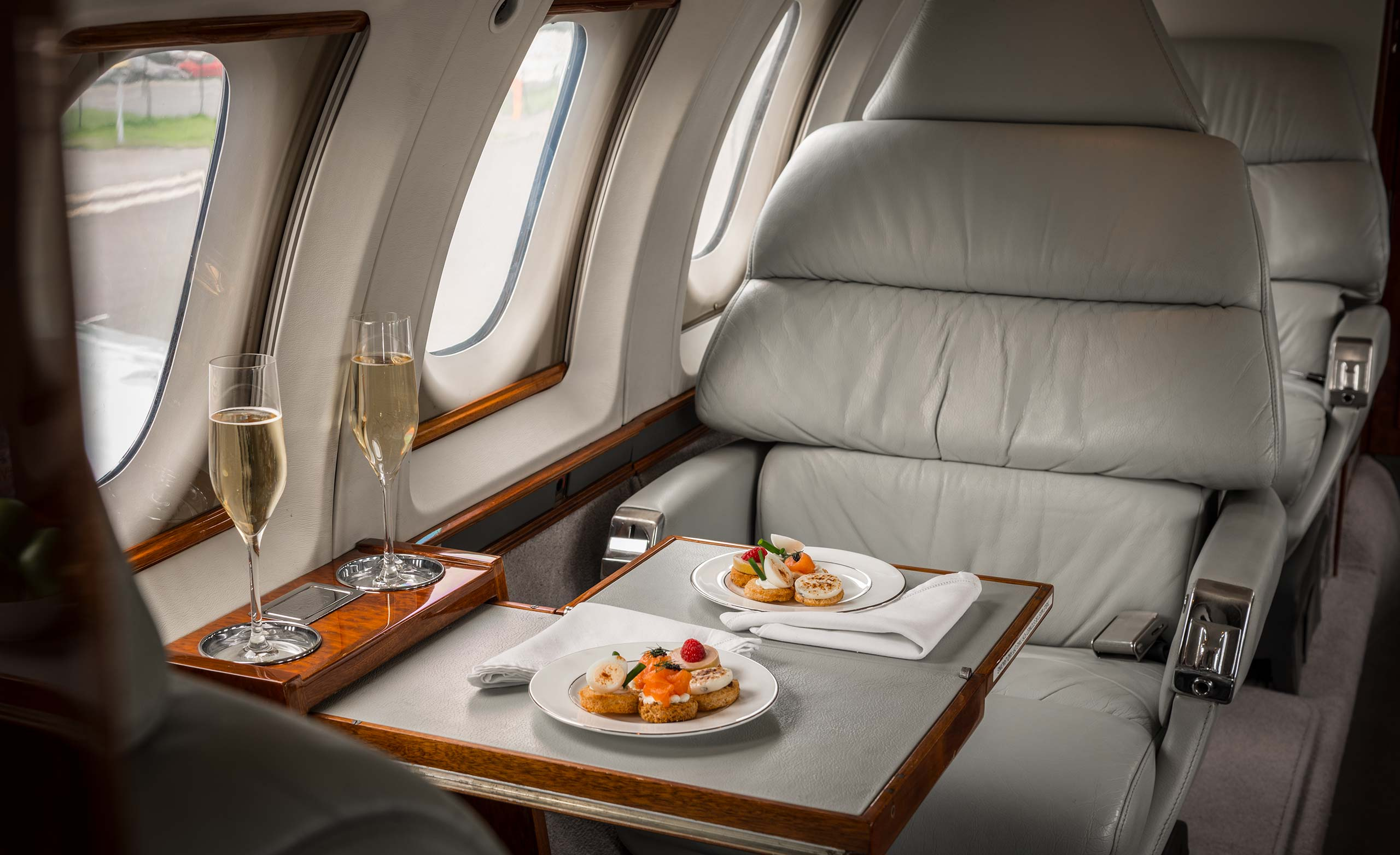 Private jet catering and dining